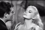 Il bagno nella Fontana di Trevi, Anita nella scena più famosa del cinema italiano - Video