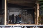 Esplosione a Roma, scene di panico in due si lanciano dalla finestra - Foto