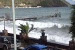 Mareggiata alle Eolie, il litorale di Canneto finisce sott'acqua