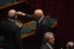 Il Pd candida Mattarella, sì unanime No di Berlusconi: alt patto Nazareno