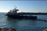 Porto insabbiato a Gela, un natante resta bloccato - Video