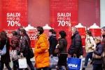 Saldi, crescono gli acquisti online: 150 euro il budget medio