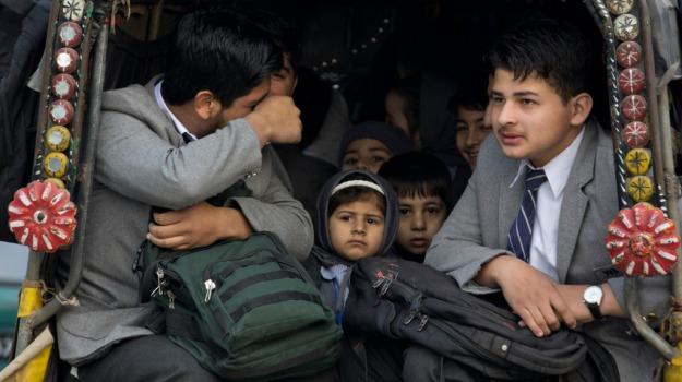 Peshawar, scuola militare, strage, talebani, Sicilia, Mondo