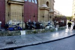 Il Teatro Massimo di Palermo, così si trasforma in un parcheggio per gli scooter