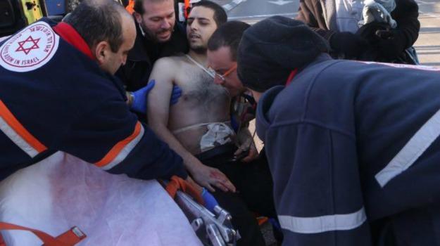9 feriti, attacco, Israele, Tel Aviv, Sicilia, Mondo
