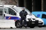 """Charlie Hebdo, killer ancora in fuga Altra sparatoria: """"Preso un ostaggio"""""""