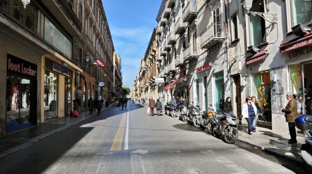cellulare, fuga, Palermo, tunisino, via maqueda, Palermo, Cronaca