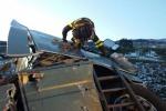 Per due ore in bilico sul viadotto: spettacolare salvataggio - Video