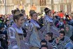 Carnevale di Venezia, il corteo delle ragazze apre l'edizione 2015 - Foto