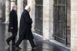 Dopo la messa, passeggiata a piedi per il primo giorno da presidente di Mattarella - Foto
