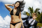 La riscossa delle modelle curvy, la sexy Ashley Graham conquista le pagine di Sports Illustrated - Foto