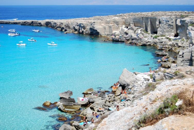 Matrimonio Spiaggia Favignana : Matrimonio da favola per due romani a favignana giornale di sicilia