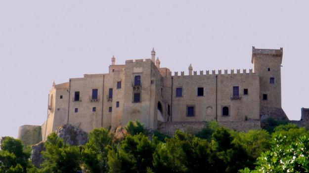 comune carini, Palermo, Politica