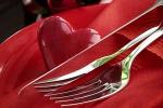 """Cena di San Valentino, uno studio: """"Più romantica in appartamento"""""""