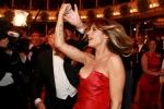 Elisabetta Canalis, seno scoperto durante il valzer: incidente hot al Ballo delle Debuttanti - Foto