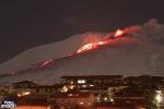 Neve e lava insieme: lo spettacolo mozzafiato del vulcano Etna - Foto