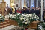 """A San Cataldo l'ultimo saluto ad Aldo. L'omelia del vescovo Russotto: """"Abbiamo distrutto la nostra società"""""""