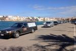 Immigrazione, nuova ecatombe a Lampedusa: i carri funebri recuperano le vittime del naufragio - Foto