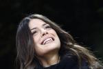 Bellezza prorompente sugli spalti di San Siro: Ludovica Caramis porta fortuna al marito rossonero Matteo Destro - Foto