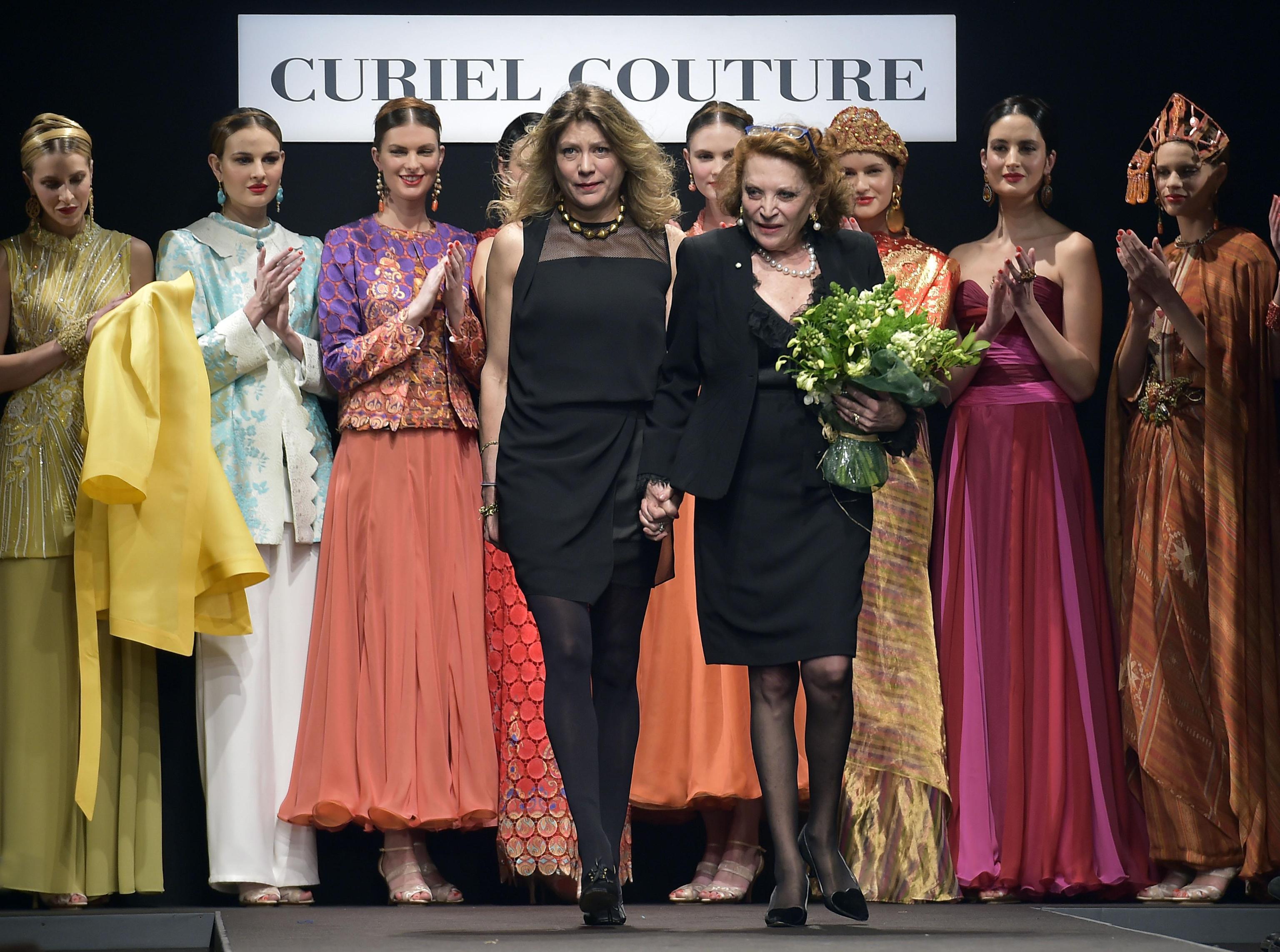Abiti gioiello e tessuti etnici: il viaggio in oriente della moda