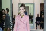Moda, le variazioni sulla bellezza in rosa secondo Prada