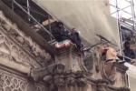 Ex Pip protestano sul tetto della Cattedrale: blocchi stradali - Video