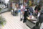 Rapina in un supermercato: arrestati da finti clienti