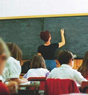 Maestre diplomate: 2 mila escluse subito dalle graduatorie, altre 10 mila a rischio