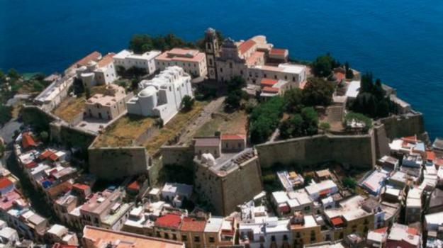 Ascensore, castello, guasto, lipari, Messina, Cultura