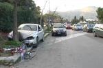 Ciclista travolto da un'auto in fuga, il video da via dell'Olimpo