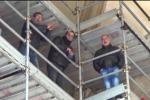 Ex pip tornano a protestare sopra i tetti della Cattedrale - Video