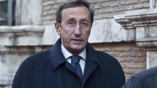 ex presidente camera, riciclaggio, Gianfranco Fini, Sicilia, Cronaca