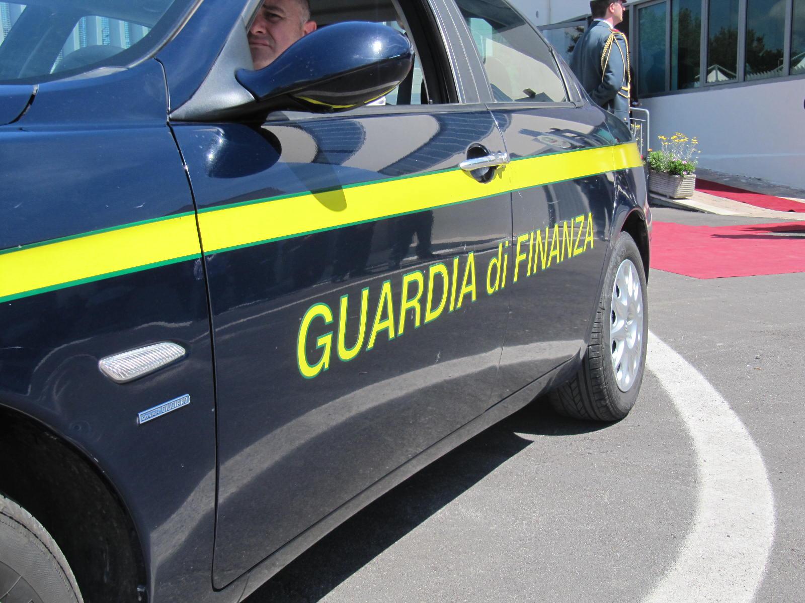 Prodotti contraffatti a Canicattì, sequestrati 20 mila articoli