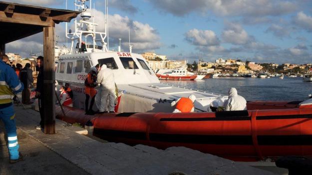 immigrati, migranti, sbarchi, scabbia, Agrigento, Cronaca