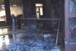 Biblioteca, dopo le fiamme i danni Ma intanto è stop per una settimana