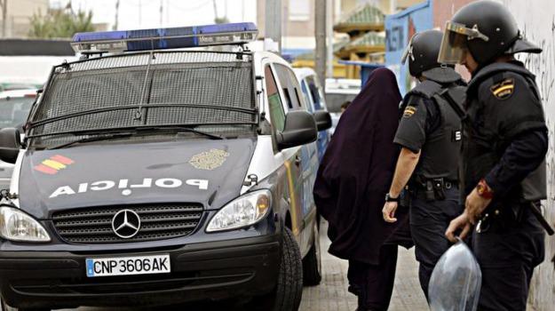 Isis, polizia, terrorismo, Sicilia, Mondo