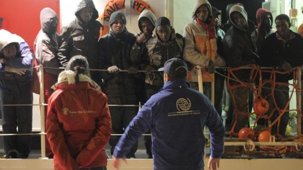 migranti pozzallo, scafista, Ragusa, Cronaca