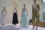 Alta Roma, le modelle di Gattinoni sfilano sulla tavola imbandita - Foto