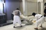 La furia cieca dell'Isis, a Mosul le statue distrutte a picconate - Video