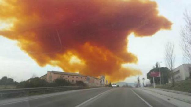 allarme, barcellona, incidente, nube tossica, Sicilia, Mondo