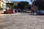 I loro oggetti rubati esposti a piazza Marina, coppia li riconosce e denuncia