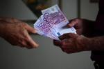 Mafia a Catania, i soldi del pizzo per mantenere un detenuto: quattro arresti