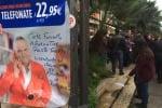 Operatori di Almaviva in protesta, sit-in in via Libertà: le immagini