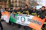 Palermo, vigili del fuoco precari in piazza contro i tagli