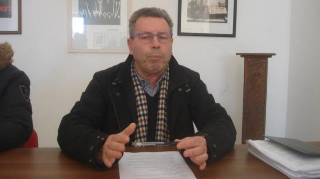 Acate, profilo facebook, sindaco, video hard, Ragusa, Cronaca