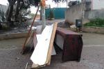 Vecchi mobili e sanitari, tour tra i rifiuti lungo strade e marciapiedi di Palermo