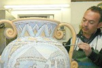 Sciacca, il ceramista che ripara i danni dei vandali