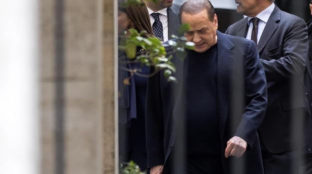 frattura, malleolo, Silvio Berlusconi, Sicilia, Cronaca