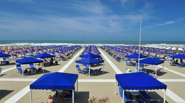 estate, spiaggia, turismo, Sicilia, Economia