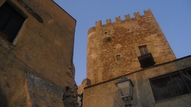 finanziamenti regionali, sequestro torre medievale, truffa, Messina, Cronaca